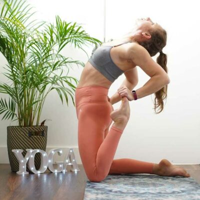 HALF YOGA POSE-DEMI GRENOUILLE