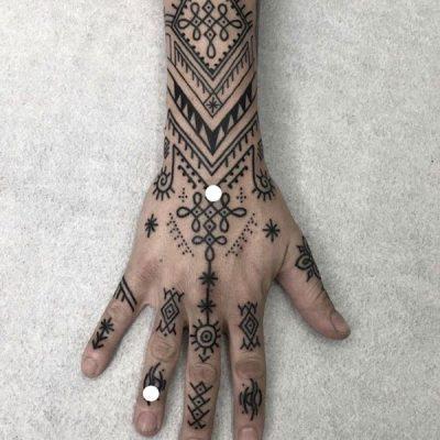 Henne-main-tatoo
