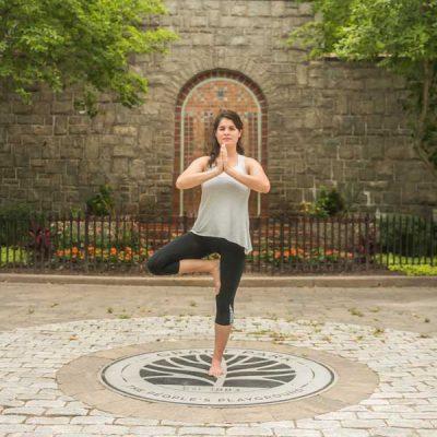 arbre-yoga-mains-joints